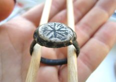 Medieval bronze ring with snowflake - 21 mm