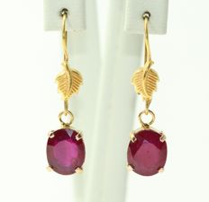 18 kt gold earrings set with rubies 28 x 8 mm - no minimum price