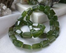 Vintage natural apple green Nephrite/Jade necklace with clasp