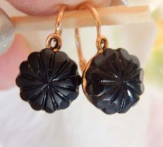 Dormeuse earrings in 18 kt gold and with star shaped onyx stones **NO RESERVE**