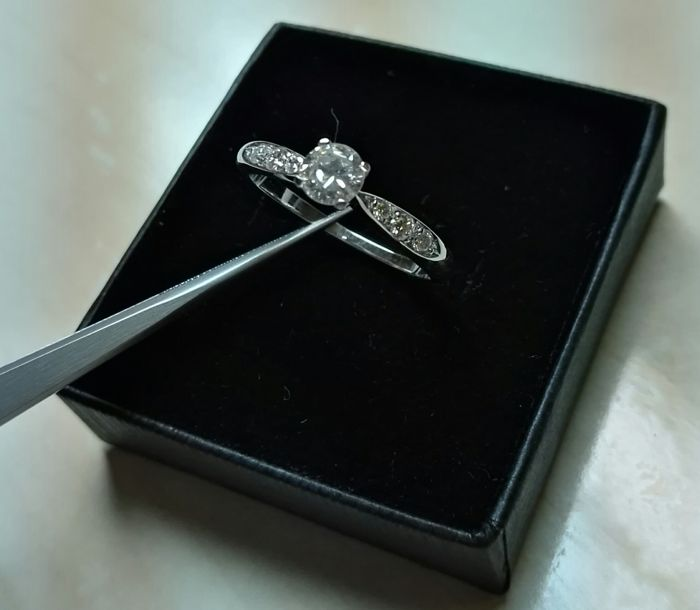 Engagement ring in 18 kt white gold and 0.53 ct diamonds - size 13