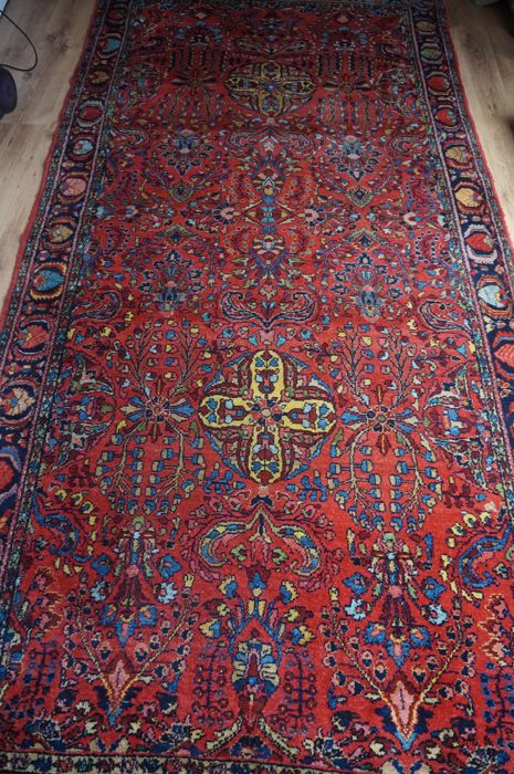 Hand-knotted Persian rug Lilian, years 1900-1949.