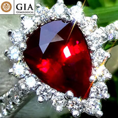 Ruby Ring Cocktail Diamond And 18 kt gold UNHEATED Natural Vivid Red Ruby Gemstone 1.67 ct – GIA Certified – No Reserve