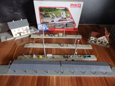 Faller/Piko/Auhagen H0 - 5 construction kits in original packaging, 5 platforms, 1 bakery and REWE grocery store