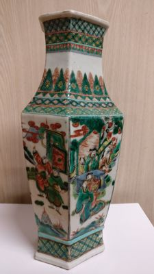 Porcelain vase decorated with characters - China - 19th century