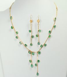 18 kt gold set inlaid with natural emeralds 10.69 g – 37 cm