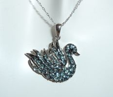 """Swan"" pendant made of 14 kt white gold with delicate chain (45.5 cm) set with aquamarines – mint condition"