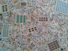 World – Lot of ± 32,000 stamps, mainly on paper, sheets and souvenir sheets