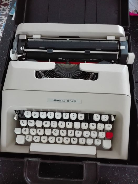 Oivetti Lettera 37 with case, 1970s