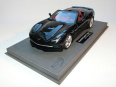 BBR - Schaal 1/18 - Corvette Stingray Convertible incl. Display - Zwart