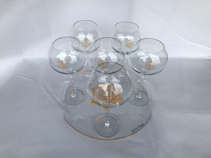 "Veuve Cicquot Rich Champagne Glasses ""real glass"" with transparent Veuve Cicquot serving tray"