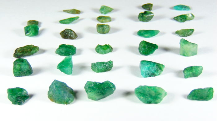 A lot of Green Emeralds - 89.40 ct (29)