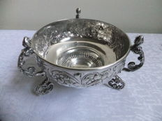 A large silver bowl, Pairpoint Brothers, London, 1912