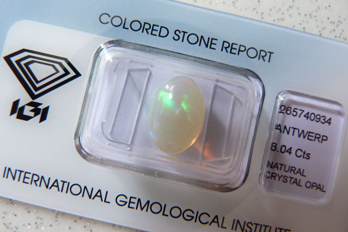 Multicolour opal of 3.04 ct