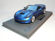 BBR - Schaal 1/18 - Corvette Stingray Convertible  incl. Display - Blauw Metallic