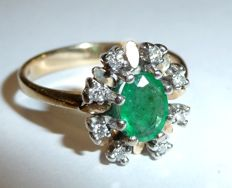 Ring made of 14 kt / 585 yellow gold/white gold with 1 emerald and  8 diamonds; dimensions of ring head 13 x 11.5 mm, height: 7.5 mm