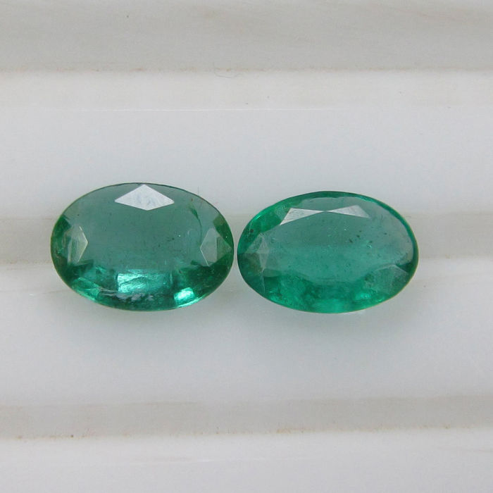 Emerald Pair - 1.03 Ct - No reserve price