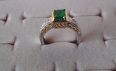 18 kt Yellow and white gold ring with diamonds and emerald of 2.25 ct in total – Size 16