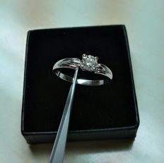 18 kt white gold ring and 0.45 ct diamond - size 15.