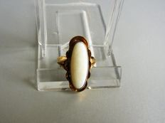 Gold ring with cabochon cut opal