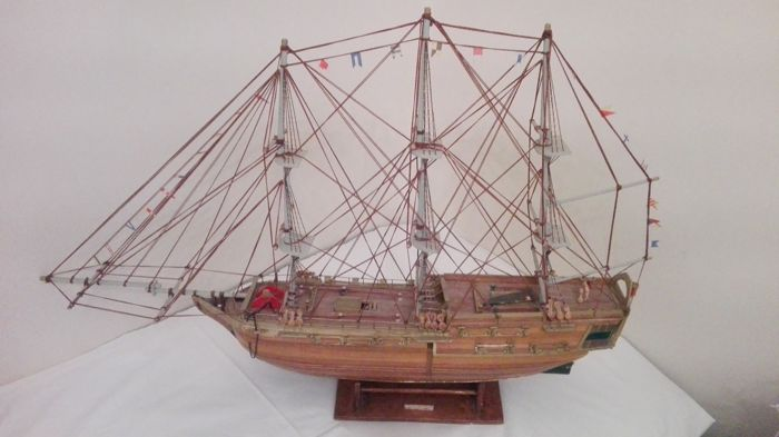 Flagship - beautiful warship model in wood cm 97 x 67