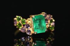 18 kt Gold ring set with natural emerald, amethyst and chrome diopside, size 58. NO RESERVE PRICE!