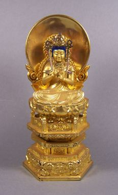 A gilded and black lacquered wood sculpture of Buddha Dainichi Nyorai - Japan - ca 1965 (Showa period)