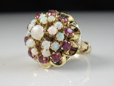 Opal and pink sapphire ring in 18 karat yellow gold -no reserve price-