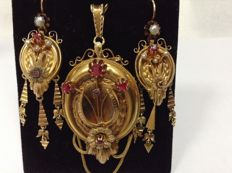 Rare, Victorian earrings, set with pendant-brooch, red tourmaline and pearls, yellow gold 18k. Circle 1850-1880