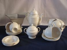 Wedgwood Edme - Seventeen piece cream coloured earthenware coffee and tea set and two tureens