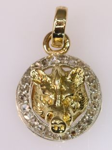 Bicolor Art Deco pendant with a naturalistic boar's head and diamonds, anno 1920