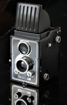 1949 Art-Deco  ILFORD  'Craftsman'  6x6 Reflex Camera.