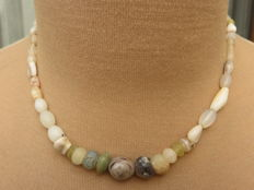 Roman Empire - Roman stone necklace with iridescent agate and rock-crystal beads - 41 cm