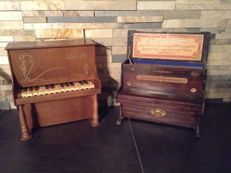 A lot of two antique children's pianos, type Schoenhut
