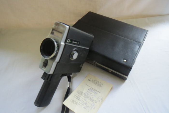 The LOMO-218 Super 8 m movie camera. Produced at the Leningrad Optical and Mechanical Association (LOMO) from 1976 to 1990. The lens of Lomo T-55 is 2.4 / 12 (the lens is missing).