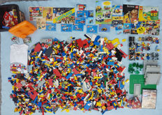 Assorted - 5.9 kg Lego and many extras: PC DVD Lord of the Rings - Lego t-shirt - manuals and brochures - lots of windows and sloping parts