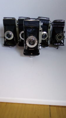 A lot of 5 beautiful folding camera's. *Kodak Modele B11 3x* *Kodak Modele B31 1x* *Kodak Junior 620*