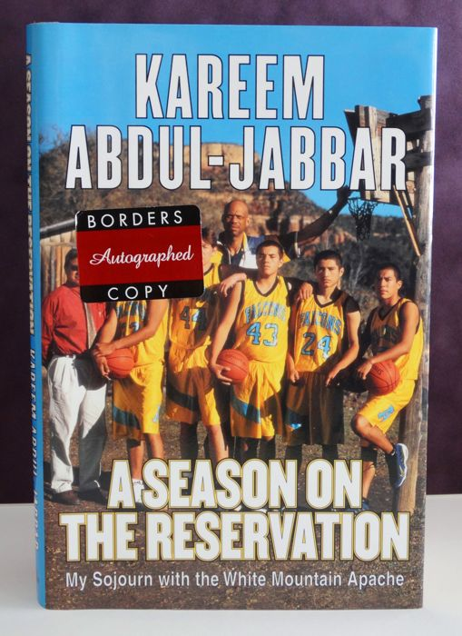 Kareem Abdul-Jabbar origineel gesigneerd hardcover boek 'A season on the Reservation' + Certificate of Authenticity