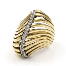 18 kt yellow gold with zirconias – Cocktail ring – Ring inner diameter: 17.30 mm.
