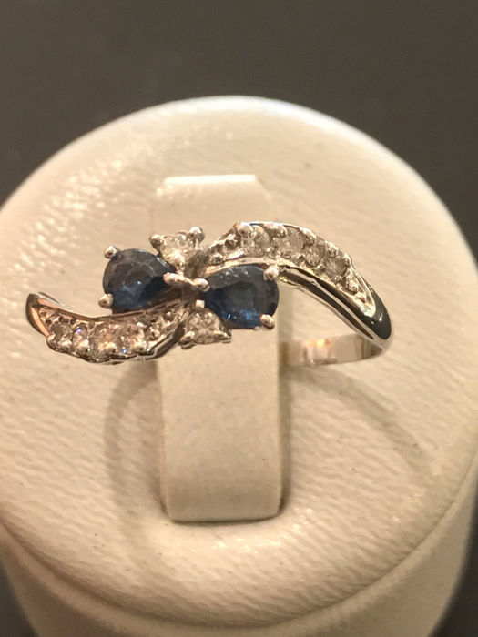 You and I ring in 18 kt gold with diamonds and sapphires **no reserve price**