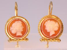 Elegant Belle Epoque shorthanging earrings with hard stone cameo - anno 1900
