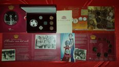 The Netherlands – Lot with various coins and medals in sets, including silver.