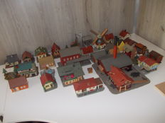 Faller/Pola and other H0 - 28-piece set of houses/buildings