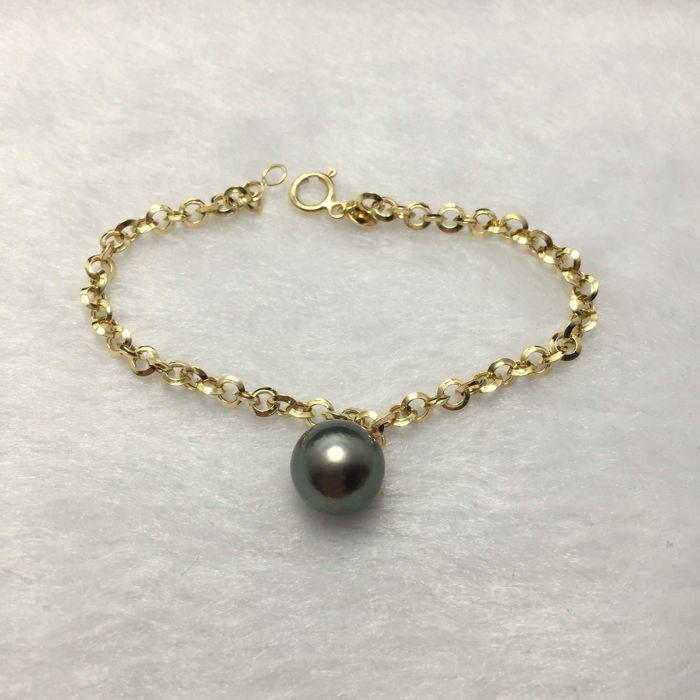 Tahitian black pearls, 18K gold bracelet. Pearl diameter 11.3 mm. Length: 16.5 cm.