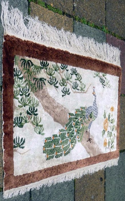 Tapestry, China - silk, handwoven, last quarter of the 20th century, 91 x 49cm.