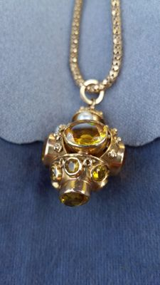 Victorian, gold necklace with pendant with a wonderful, old, facet cut citrine
