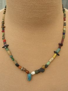 Archaeological beaded necklace with glass and stone beads - Bronze age to Middle ages - 43 cm + 1.5 cm.