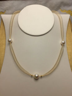 Japanese Akoya sea pearl, 18K gold braid necklace. Pearl diameter 9 mm