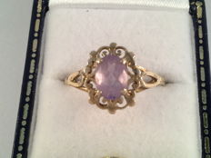 Yellow gold ring with natural amethyst