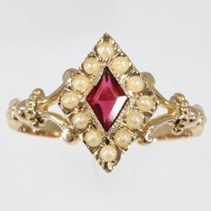 Diamond-shaped ring from the end of the Victorian era with red rhinestone and pearls - circa 1890